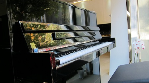 Sell of new and second hand pianos and grand pianos
